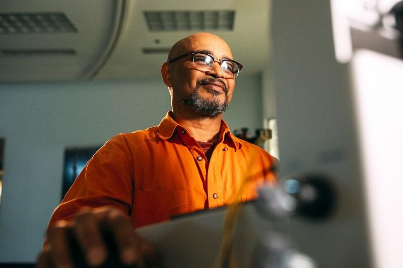 Man using grinder - Erie Precision Grinding